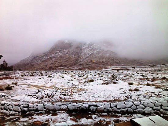 الثلوج-تتراكم-على-الجبل-وانحاء-المدينة