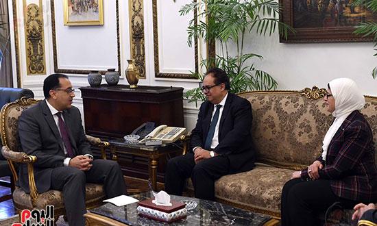 رئيس الوزراء يلتقى عميد الدراسات العليا (5)
