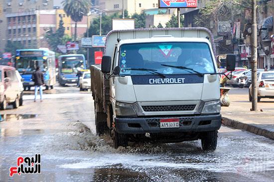 مياه الأمطار تغرق الشوارع