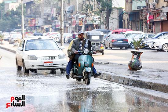 مياه الأمطار تغرق شوارع القاهرة