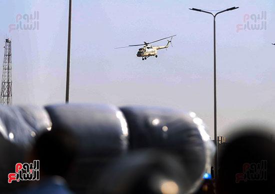 طائرة جثمان الرئيس الأسبق مبارك (1)