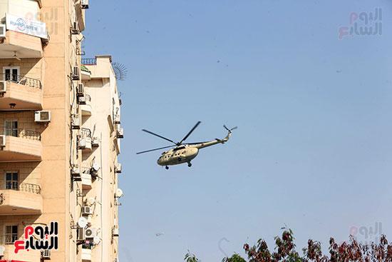 وصول طائرة جثمان الرئيس الأسبق مبارك (20)