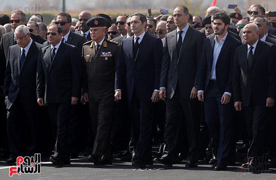 الرئيس السيسى يتقدم الجنازة العسكرية لمبارك