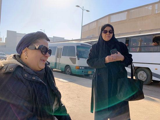 سيدات-فى-انتظار-جنازة-مبارك