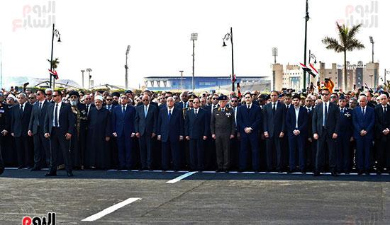 الرئيس السيسى يتقدم الجنازة العسكرية لتشييع جثمان مبارك (3)