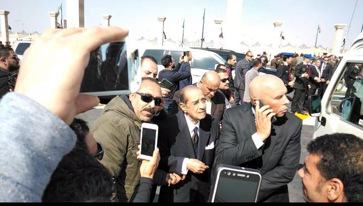العشرات حول فريد الديب محامي الرئيس الراحل مبارك (3)