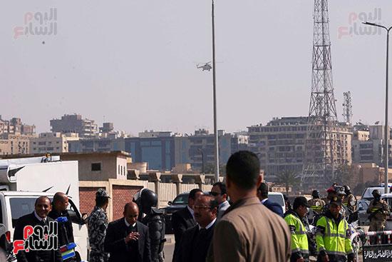 وصول طائرة جثمان الرئيس الأسبق مبارك (2)
