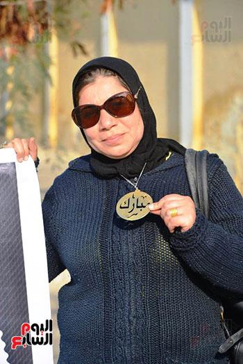 أحمد عز في جنازة مبارك (3)