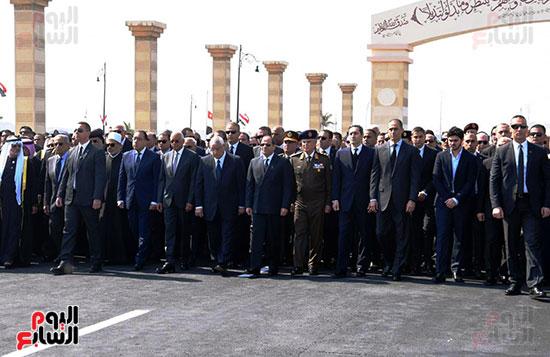 السيسى يتقدم الجنازة العسكرية لتشييع جثمان مبارك