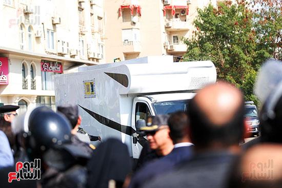 طائرة جثمان الرئيس الأسبق مبارك (6)