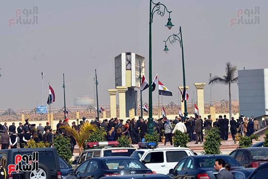 تشريفات أمنية بمدخل مسجد المشير لانتظار تشيع جثمان مبارك (1)