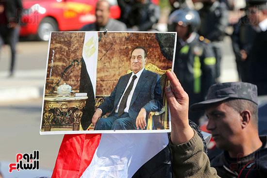 وصول طائرة جثمان الرئيس الأسبق مبارك (14)