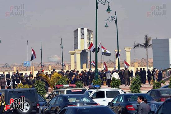 تشريفات أمنية بمدخل مسجد المشير لانتظار تشيع جثمان مبارك (26)