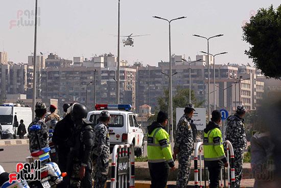 وصول طائرة جثمان الرئيس الأسبق مبارك (7)