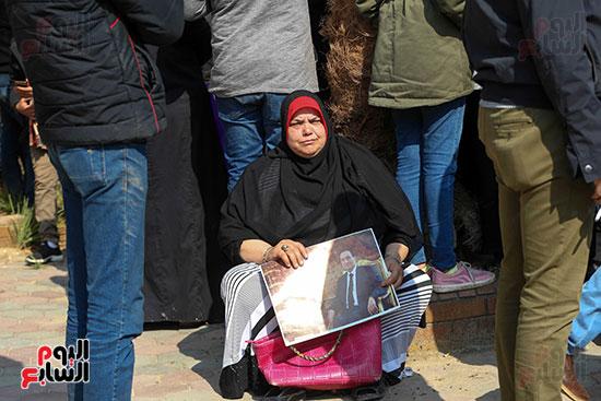وصول طائرة جثمان الرئيس الأسبق مبارك (1)