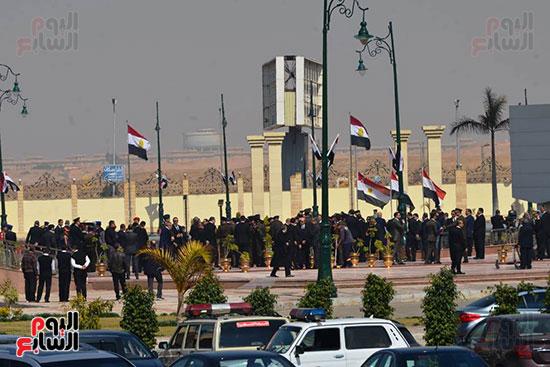 تشريفات أمنية بمدخل مسجد المشير لانتظار تشيع جثمان مبارك (15)