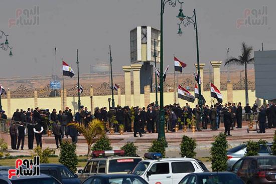 تشريفات أمنية بمدخل مسجد المشير لانتظار تشيع جثمان مبارك (14)