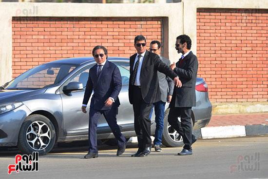 أحمد عز في جنازة مبارك (4)