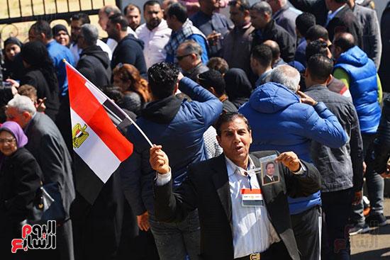 تشريفات أمنية بمدخل مسجد المشير لانتظار تشيع جثمان مبارك (24)