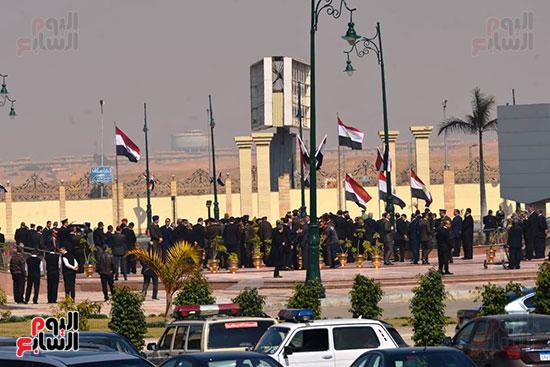 تشريفات أمنية بمدخل مسجد المشير لانتظار تشيع جثمان مبارك (9)
