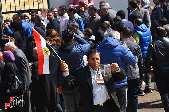 تشريفات أمنية بمدخل مسجد المشير لانتظار تشيع جثمان مبارك (22)