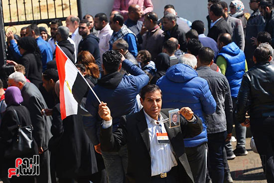 تشريفات أمنية بمدخل مسجد المشير لانتظار تشيع جثمان مبارك (19)