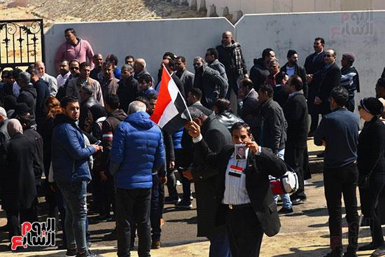 تشريفات أمنية بمدخل مسجد المشير لانتظار تشيع جثمان مبارك (23)