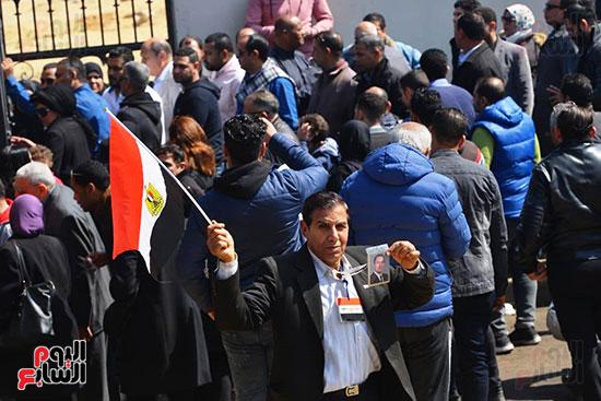 تشريفات أمنية بمدخل مسجد المشير لانتظار تشيع جثمان مبارك (20)