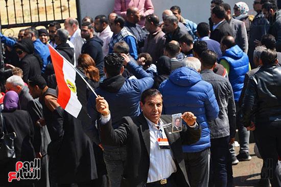 تشريفات أمنية بمدخل مسجد المشير لانتظار تشيع جثمان مبارك (21)