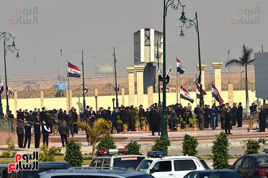 تشريفات أمنية بمدخل مسجد المشير لانتظار تشيع جثمان مبارك (12)