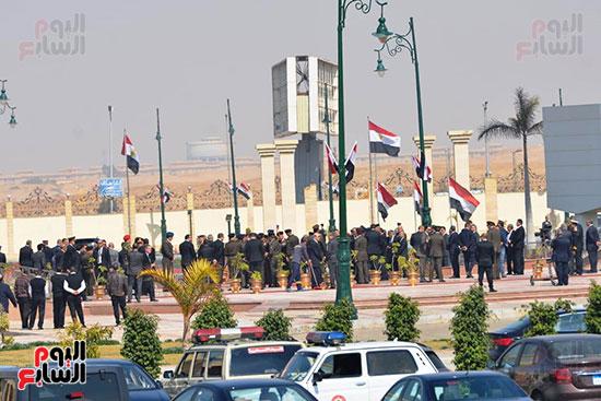 تشريفات أمنية بمدخل مسجد المشير لانتظار تشيع جثمان مبارك (16)