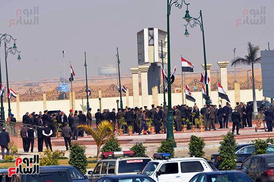 تشريفات أمنية بمدخل مسجد المشير لانتظار تشيع جثمان مبارك (18)