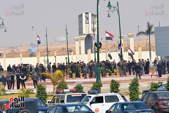 تشريفات أمنية بمدخل مسجد المشير لانتظار تشيع جثمان مبارك (13)