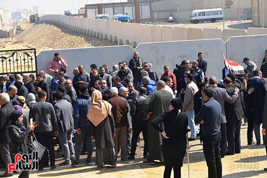 تشريفات أمنية بمدخل مسجد المشير لانتظار تشيع جثمان مبارك (6)