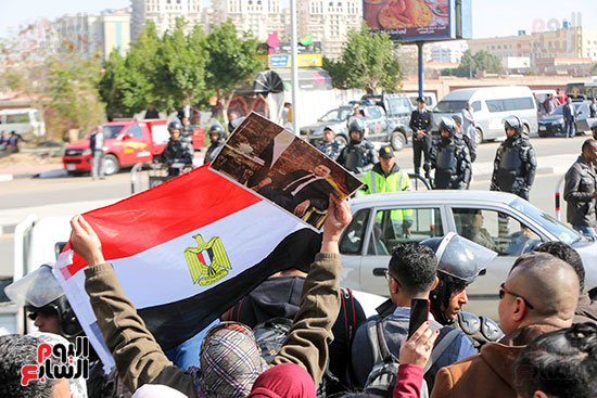 وصول طائرة جثمان الرئيس الأسبق مبارك (15)