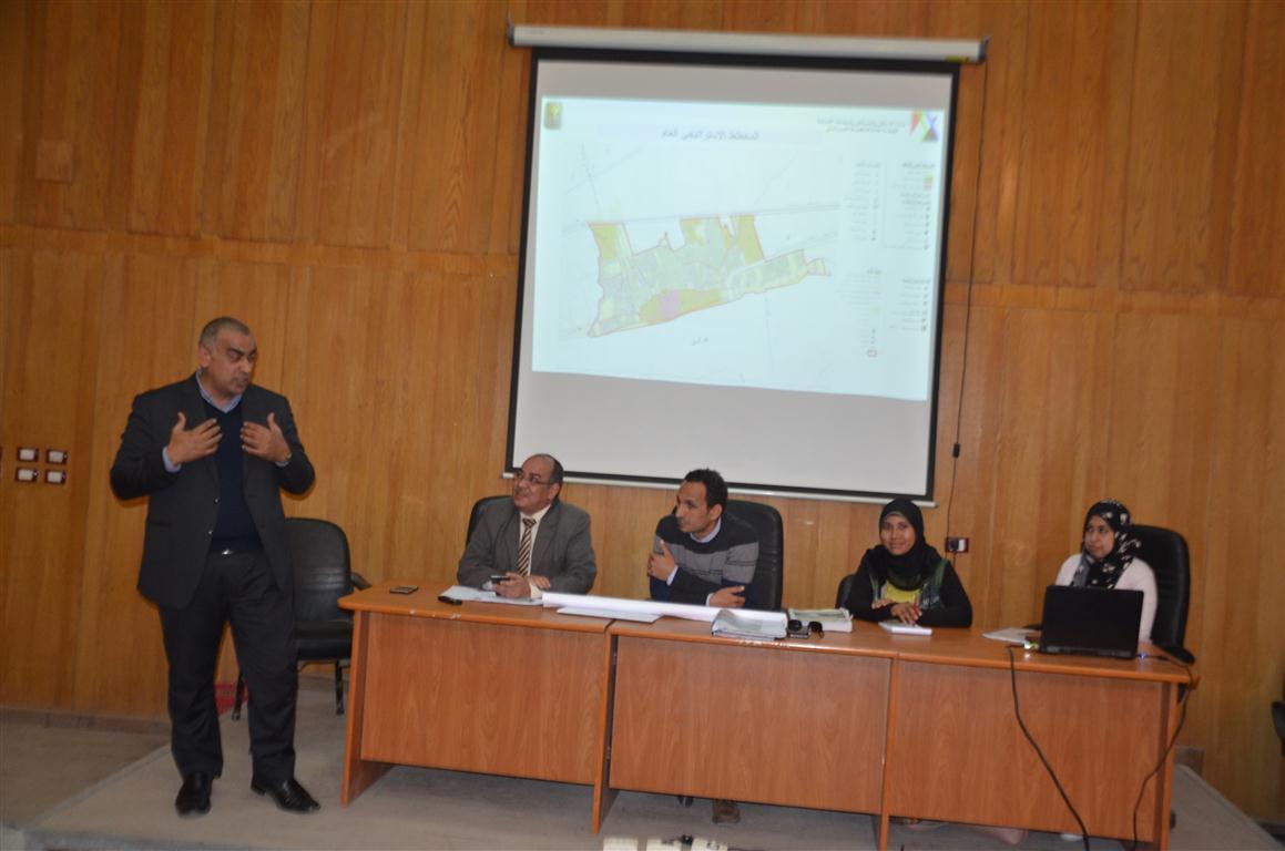 رئيس مدينة إسنا وقيادات التخطيط يناقشون المخطط الإستراتيجى للمدينة (4)
