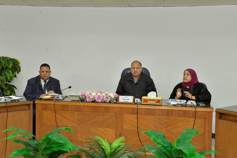لقاء محافظ أسيوط بالمواطنين ذوي الاجتياجات الخاصة (4) (1)
