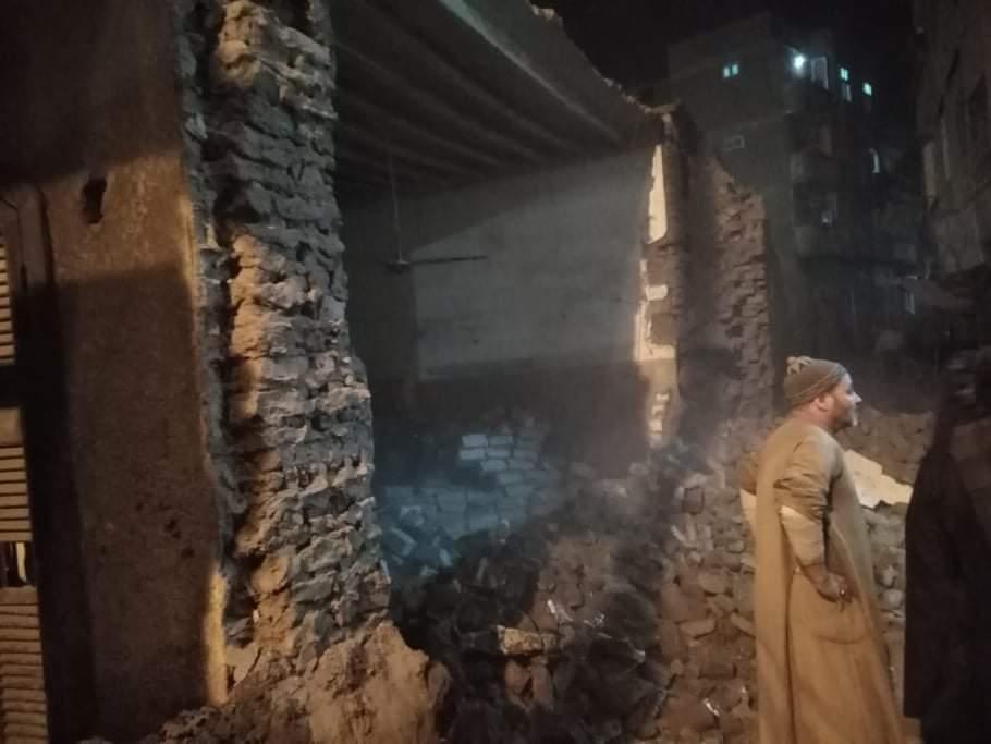 انهيار سور مدرسة بمدينة فرشوط (1)