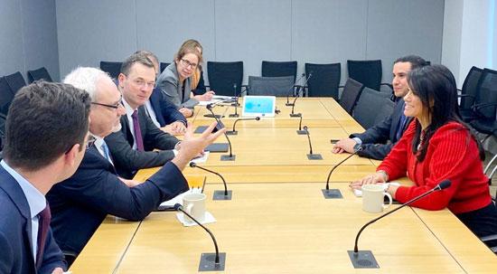الدكتورة رانيا المشاط وزيرة التعاون الدولى تلتقى رئيس مؤسسة التمويل الدولية (2)