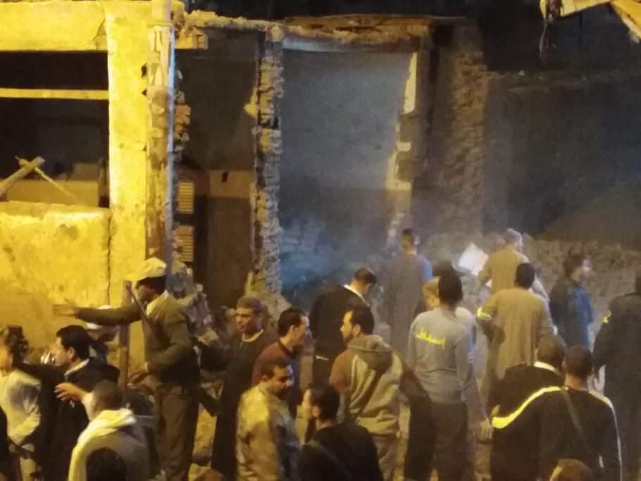 انهيار سور مدرسة بمدينة فرشوط (3)
