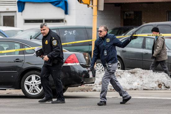 أفراد من الشرطة الأمريكية يحققون في حادث إطلاق نار بولاية ويسكونسن