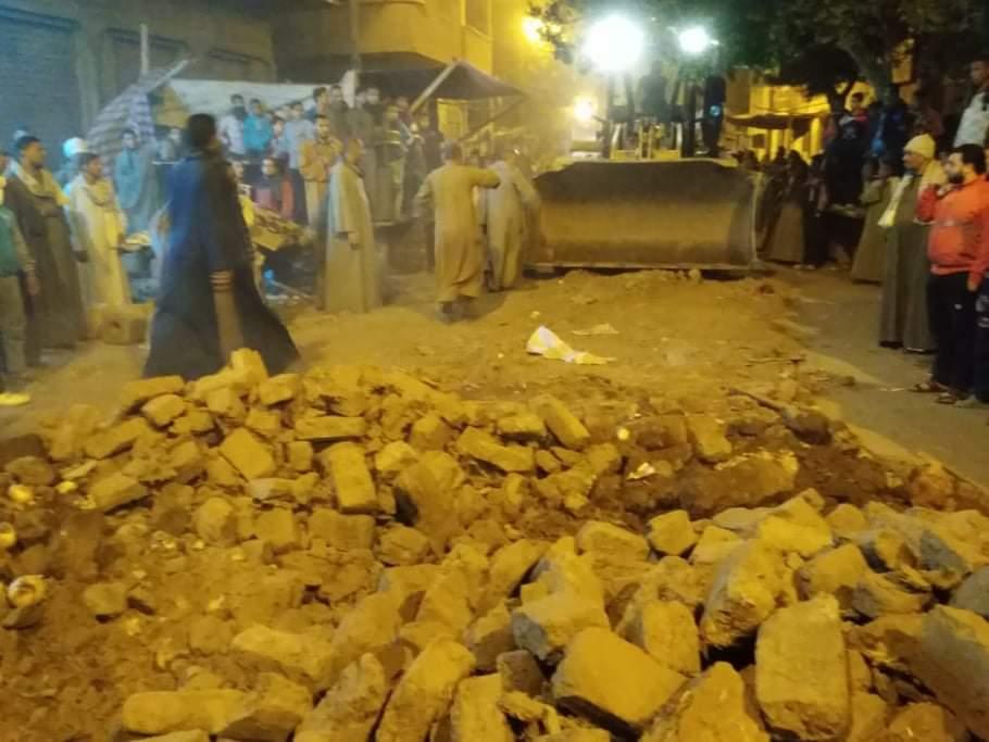 انهيار سور مدرسة بمدينة فرشوط (2)