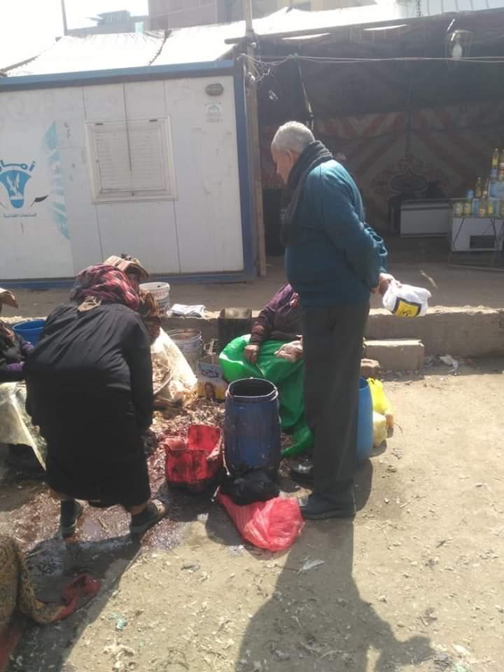 ذبح الطيور الحية لسوق الخميس ببلبيس (4)
