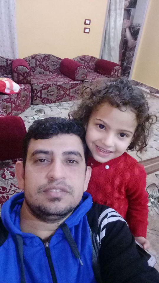 شهيد الشهامة بصحبة ابنته