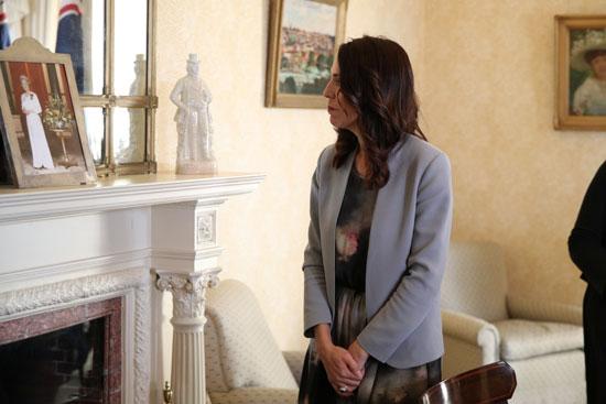 جاسيندا-تشاهد-مقتنيات-بمقر-رئيس-الوزراء-الأسترالى