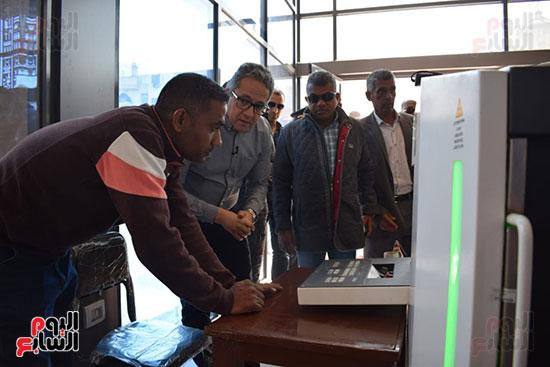 وزير السياحة والآثار يفتتح بوابات معبد الأقصر الجديدة (11)