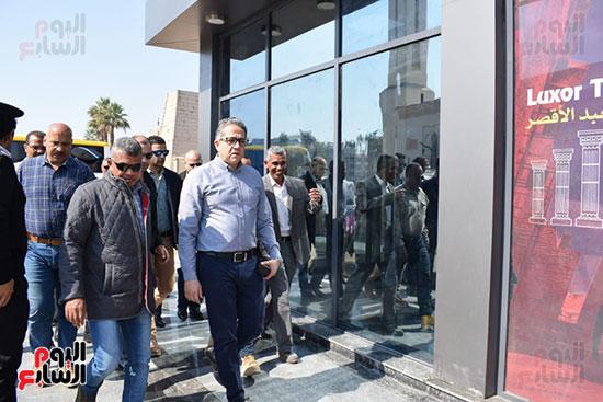 وزير السياحة والآثار يفتتح بوابات معبد الأقصر الجديدة (1)