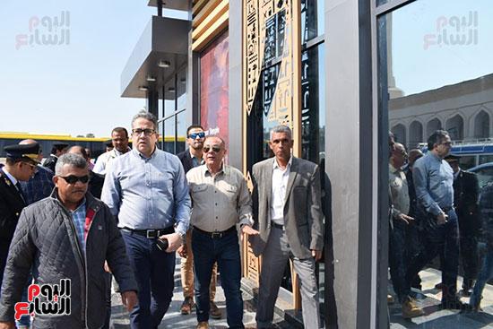 وزير السياحة والآثار يفتتح بوابات معبد الأقصر الجديدة (12)