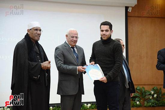 تكريم-الفائزين-بمسابقة-حفظ-القرآن-الكريم-(3)