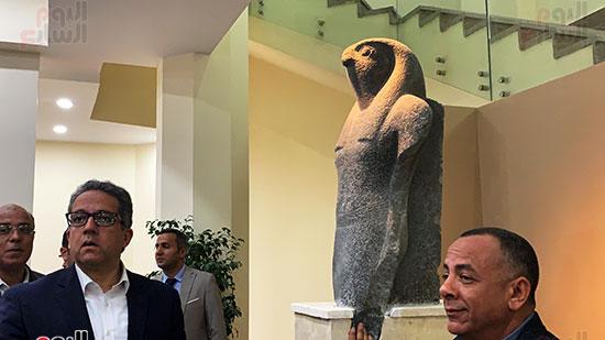 وزير السياحة والآثار يتفقد المتحف وقاعة العرض (8)